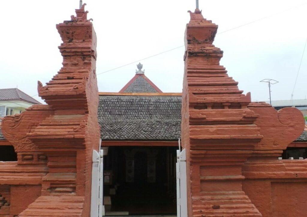 gapura bata expose Cirebon dengan bata merah press